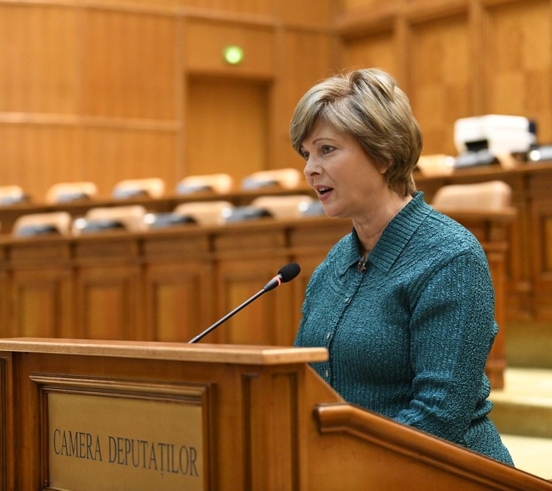 Florica Cherecheș (PNL): Îndemn elevii și studenții să continue studiul individual; sunt sigură că autoritățile vor găsi soluția optimă privind anul școlar