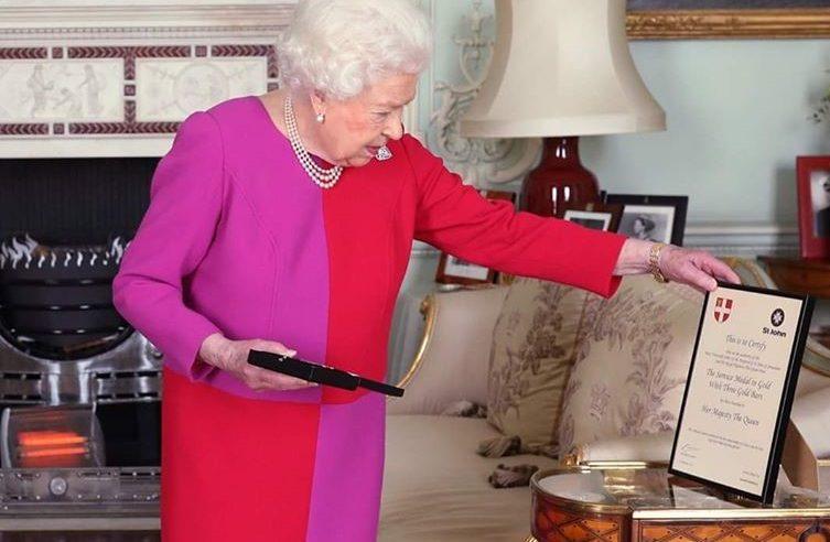 Regina Marii Britanii se retrage temporar din viața publică