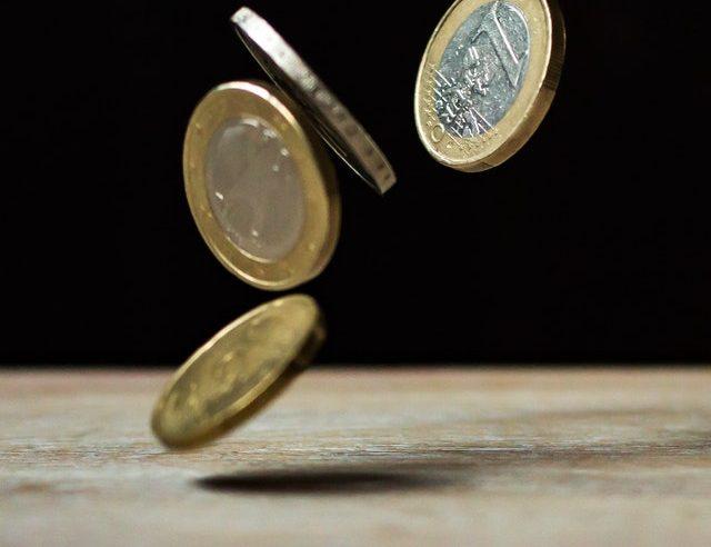 Comisia Europeană se așteaptă ca economia României să înregistreze anul acesta o scădere de 6%