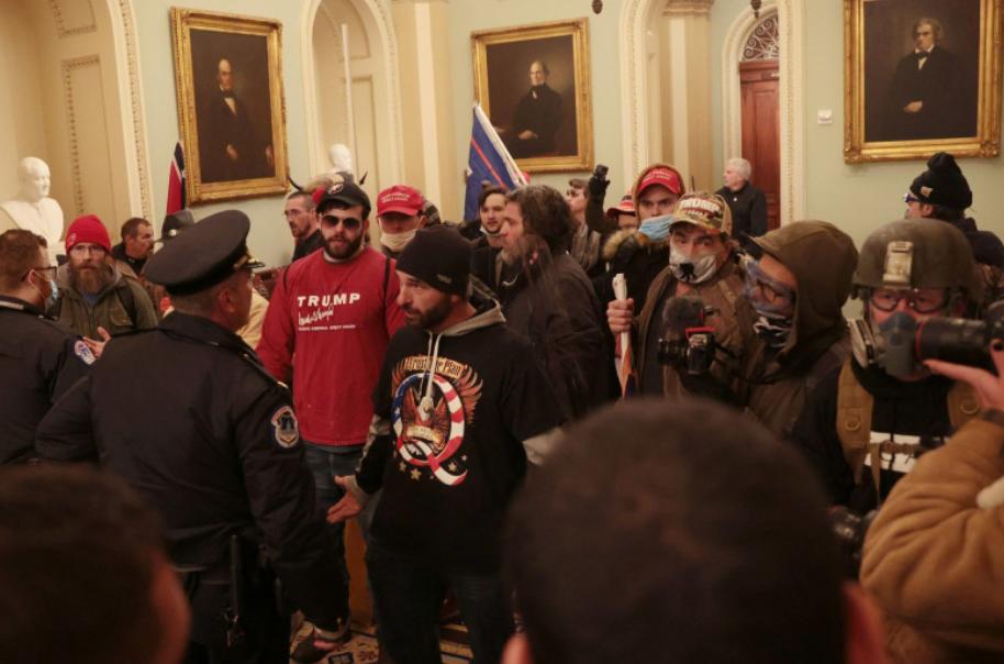 Imagini cu susținătorii lui Trump intrând în Capitoliu. Trump vrea o predare pașnică de mandat