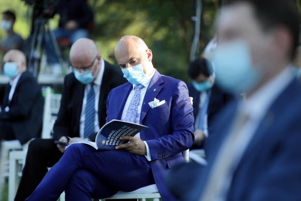 Rareș Bogdan: Trebuia cerută demisia lui Orban din fruntea PNL