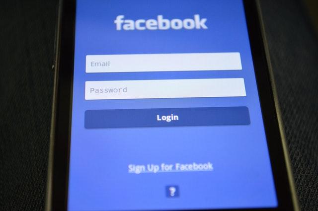 Datele personale ale 533 de mil de utilizatori Facebook, furate. Nr de telefon al lui Zuckerberg, publicat pe un forum de hacking